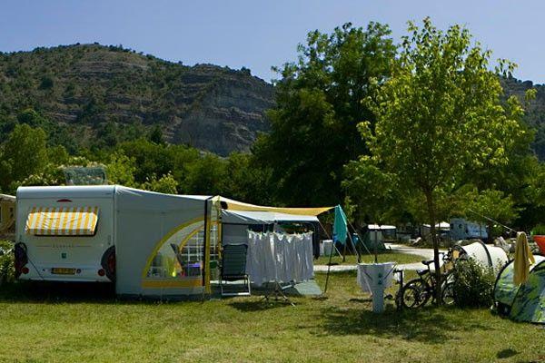 Un emplacement de camping-car en  Ardèche …