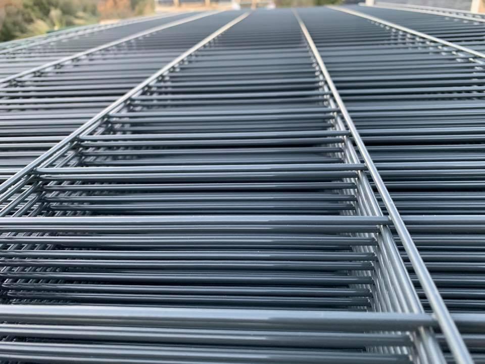 Le panneau soudé rigide est-il la partie la plus importante de votre clôture grillagée ?